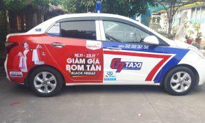Dán decal full đuôi trên taxi G7 QC Sen Đỏ